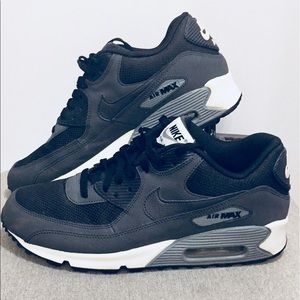 NIKE AIR MAX 90 ESSENTIAL!